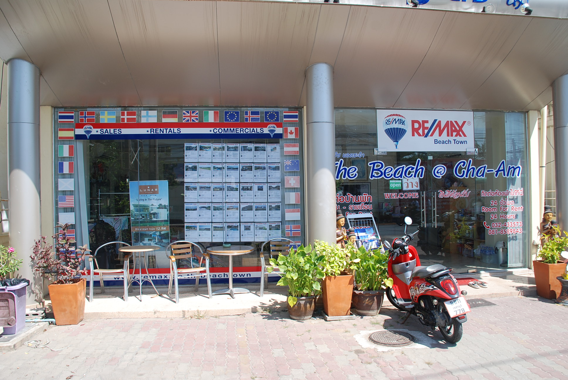 RE/MAX Beach Town logo
