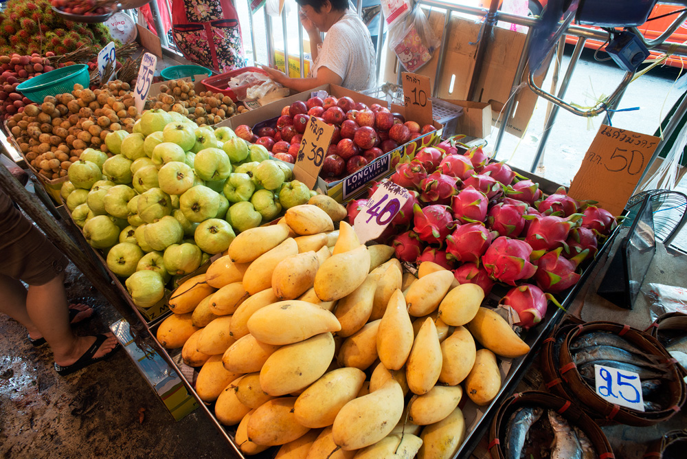 11 neighborhood huay kwang market