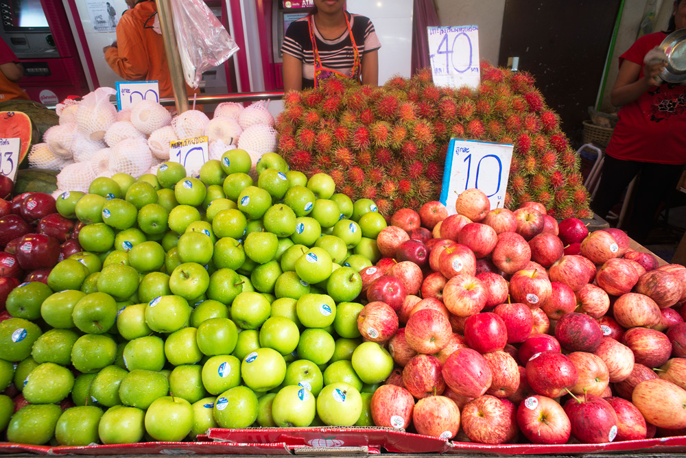 12 neighborhood huay kwang market