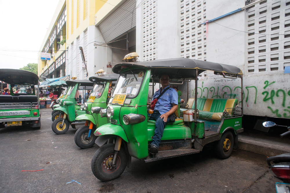17 neighborhood huay kwang market