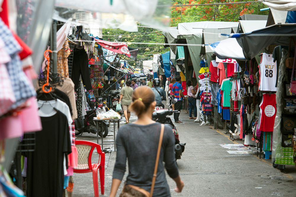 4 neighborhood huay kwang market