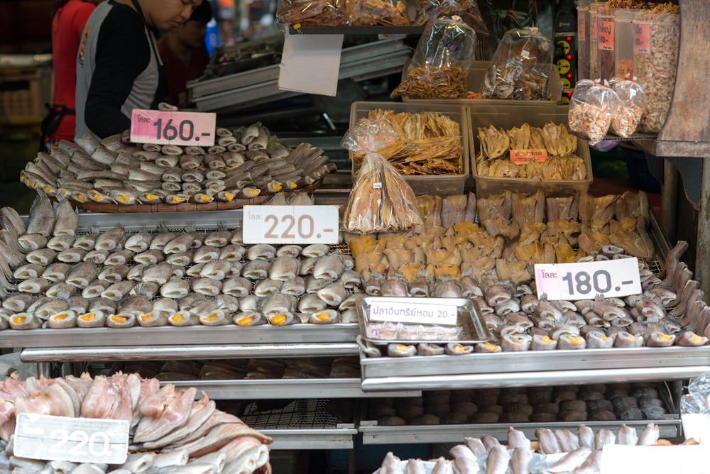 8 neighborhood huay kwang market