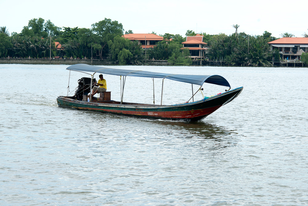 2 neighborhood klong toei boat