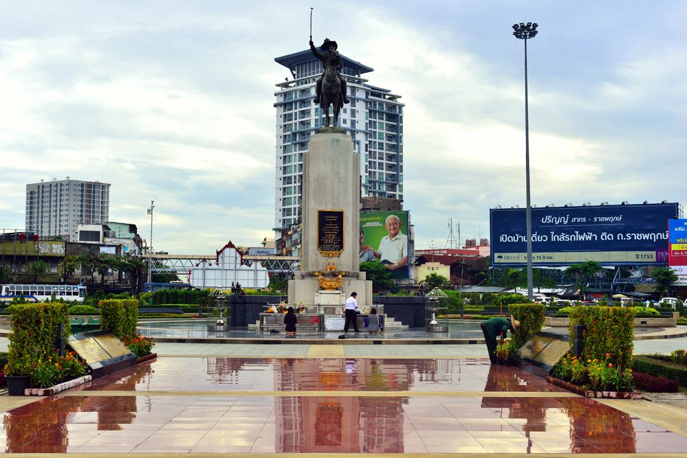 neighborhood thon%20buri taksin%20monument 13
