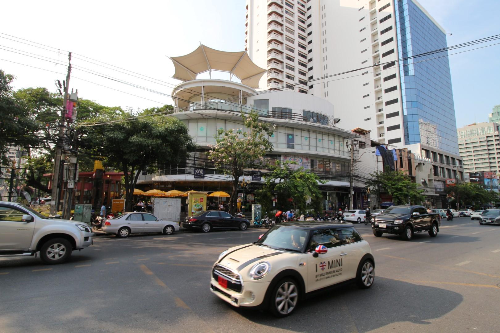 j avenue thonglor sukhumvit 55.jpg