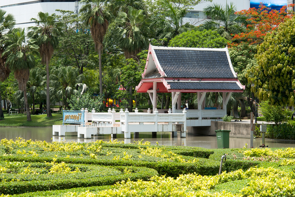 1 neighborhood phrom phong benjakiti park