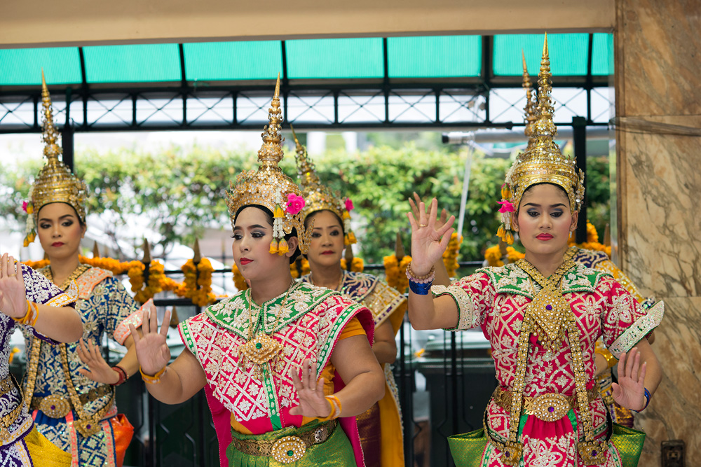 10 neighborhood chidlom thai dance
