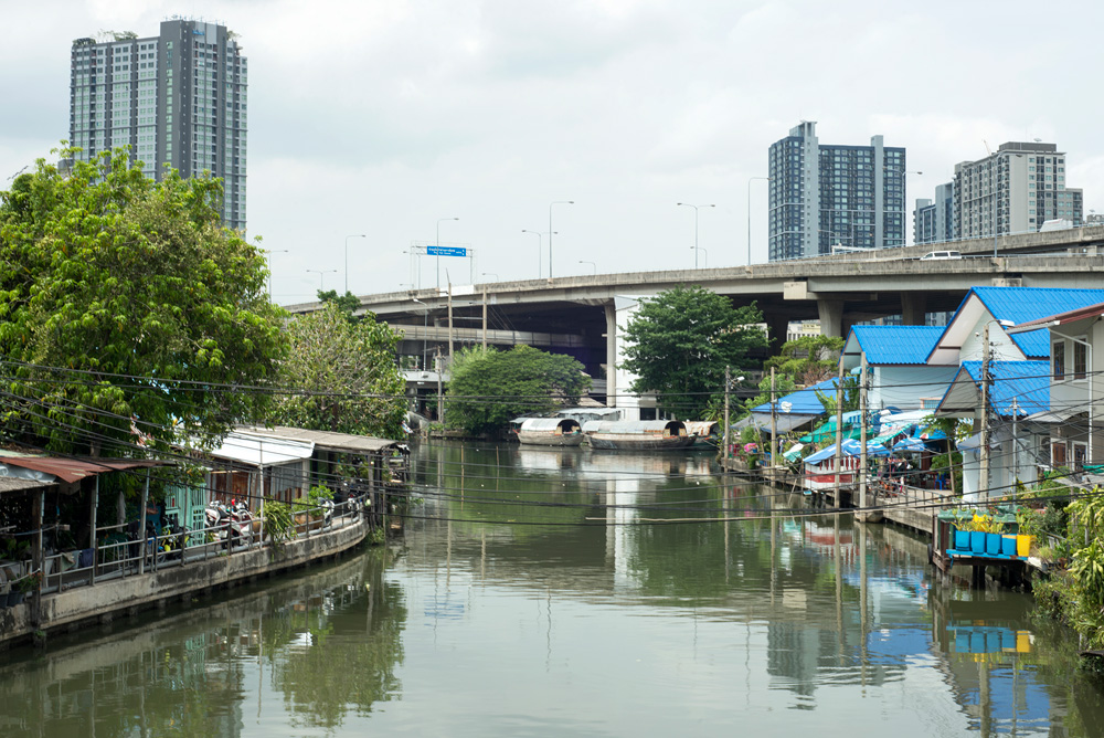 14 neighborhood on nut klong houses 1