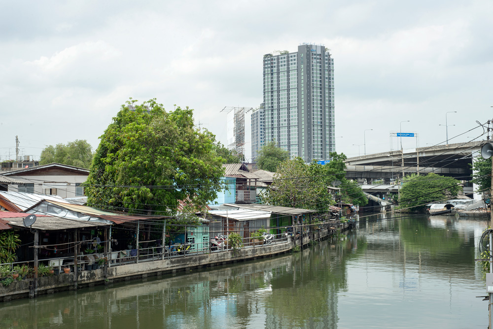 15 neighborhood on nut klong houses 2