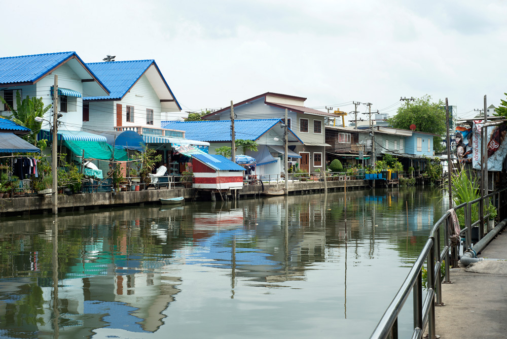 16 neighborhood on nut klong houses