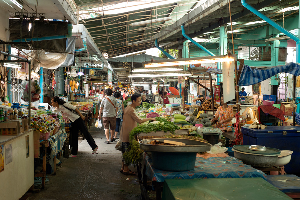 6 neighborhood udom suk market 5