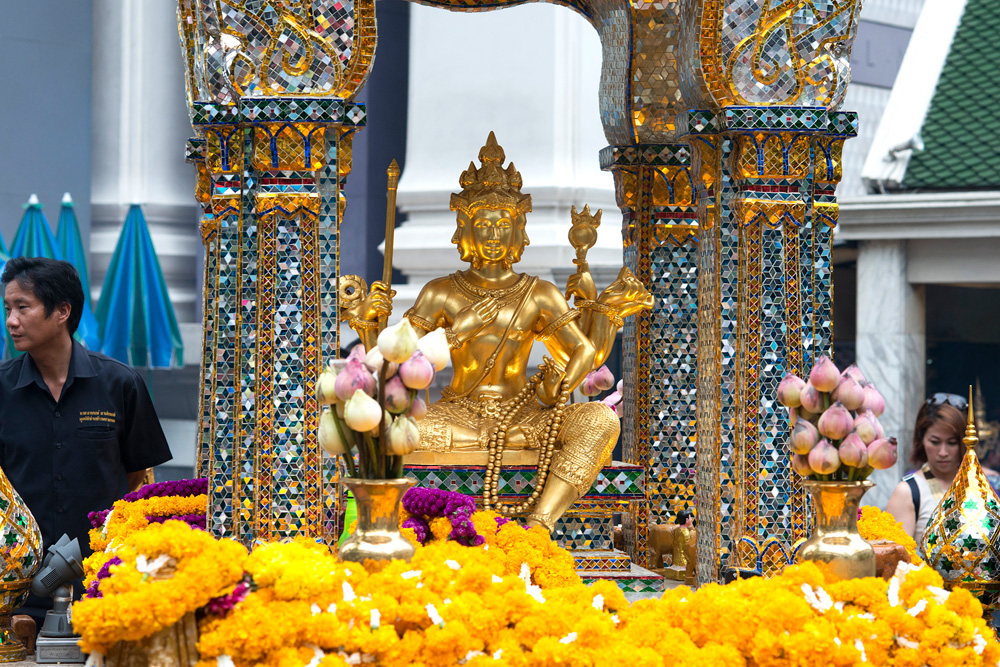31neighborhood ratchadamri erawan shrine