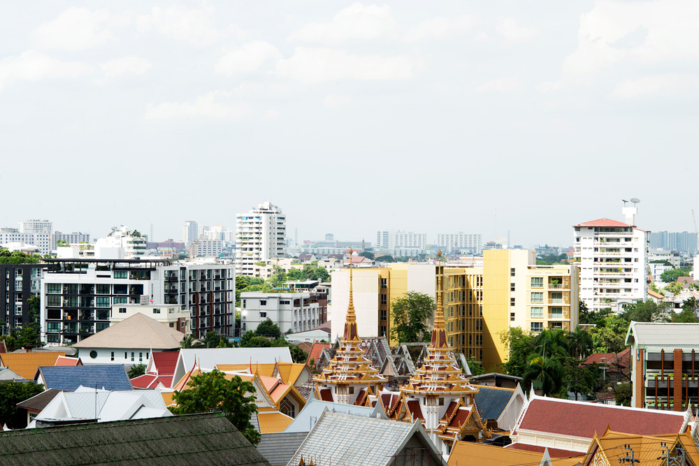 5 neighborhood ekkamai skyline