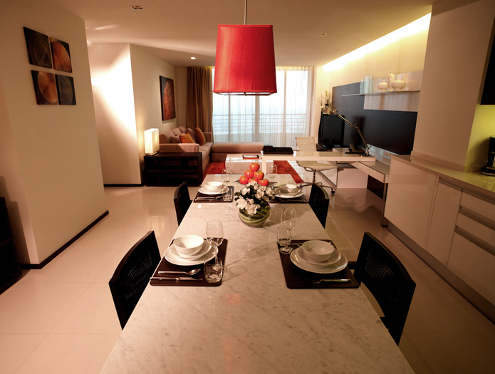 sathorn%20heritage%20 %20kitchen%20table%20living%20room