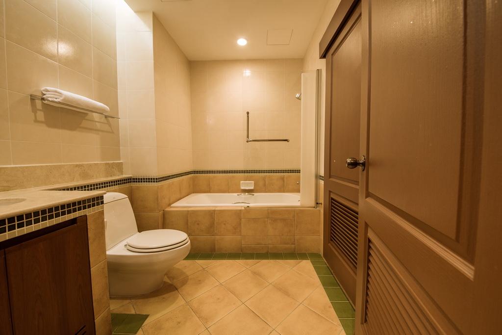 baan%20montida washroom