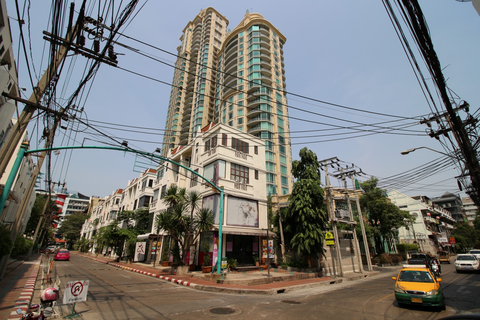 Bangkok Residential Agency's 3 Bed Condo For Rent in Asoke BR2995CD 1