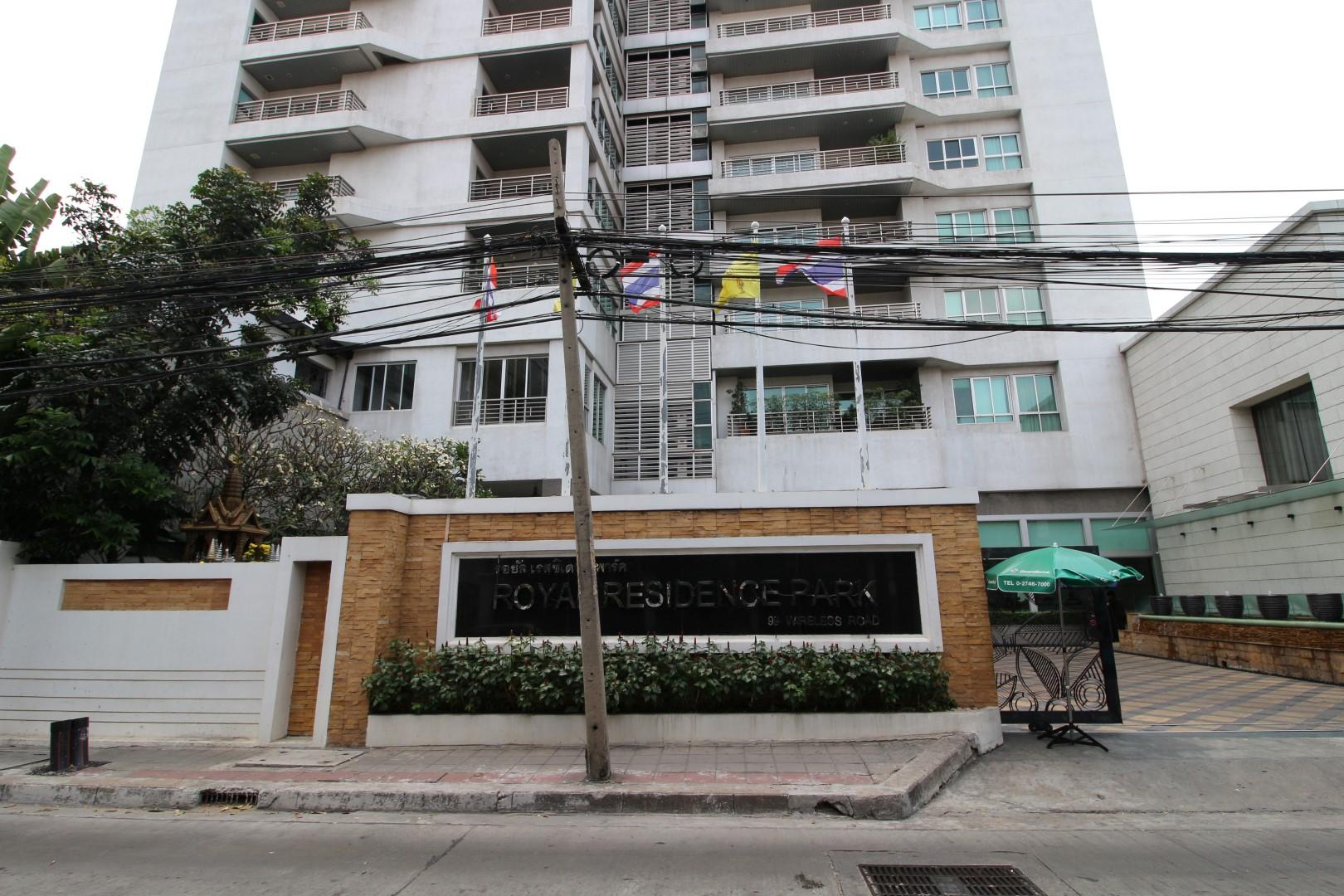 royal residence park facade 2