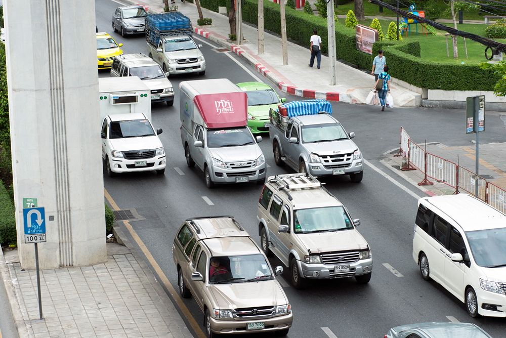 neighborhood udom suk traffic