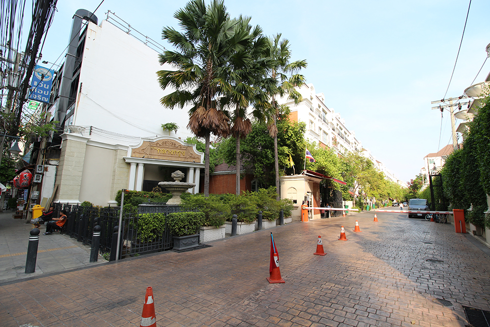 british town thonglor sukhumvit