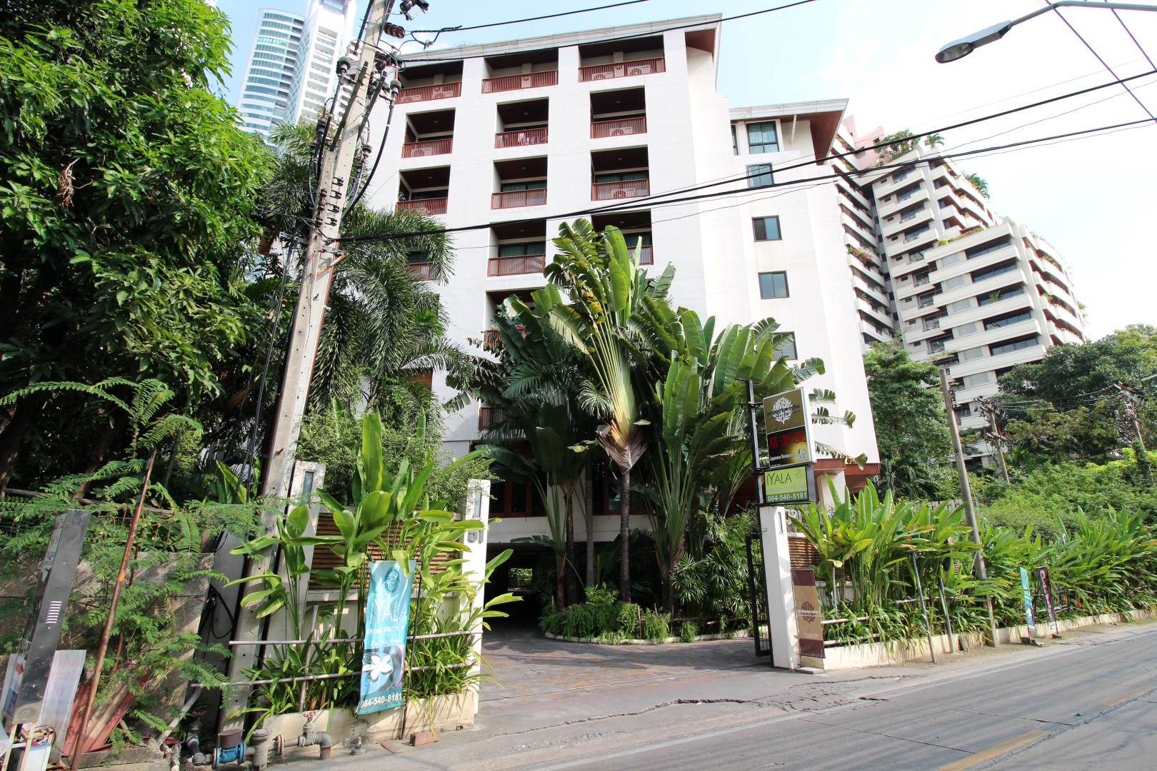 Properties for rent/sale at Gardengrove Suites, Thailand