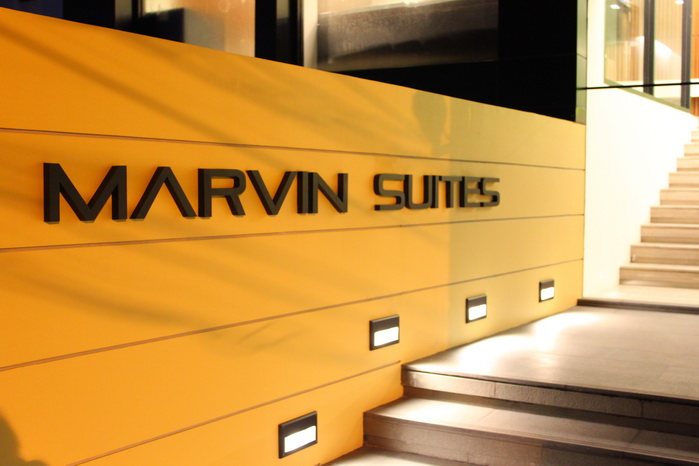 marvin suites bangkok walkway entrance 1