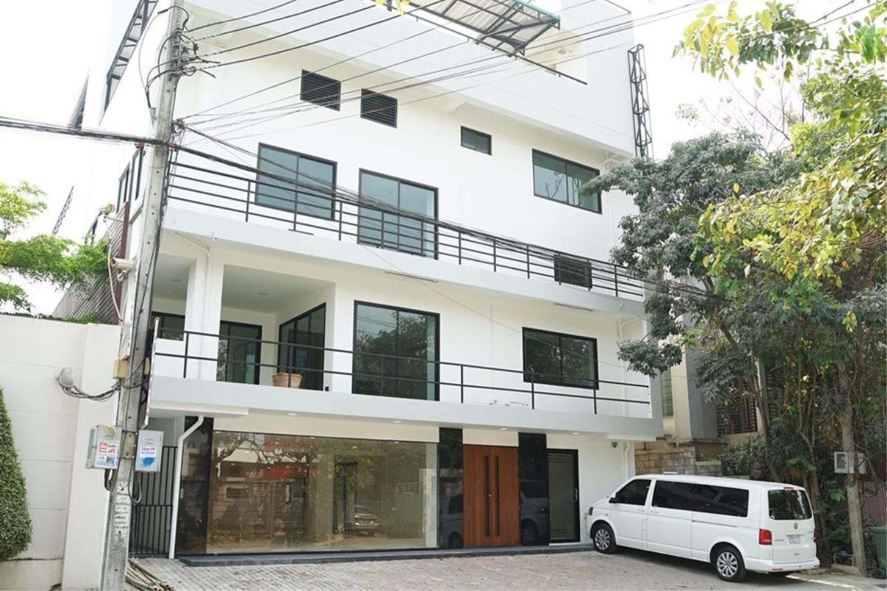 Bright Condos Agency's HOME OFFICE Srinakarin 1