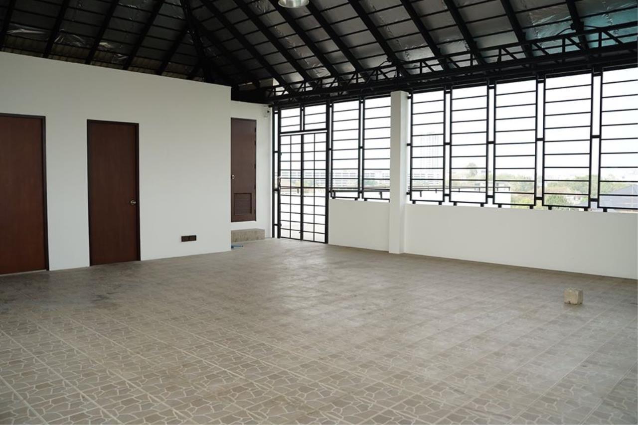 Bright Condos Agency's HOME OFFICE Srinakarin 8