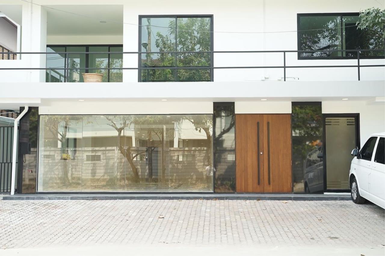 Bright Condos Agency's HOME OFFICE Srinakarin 2