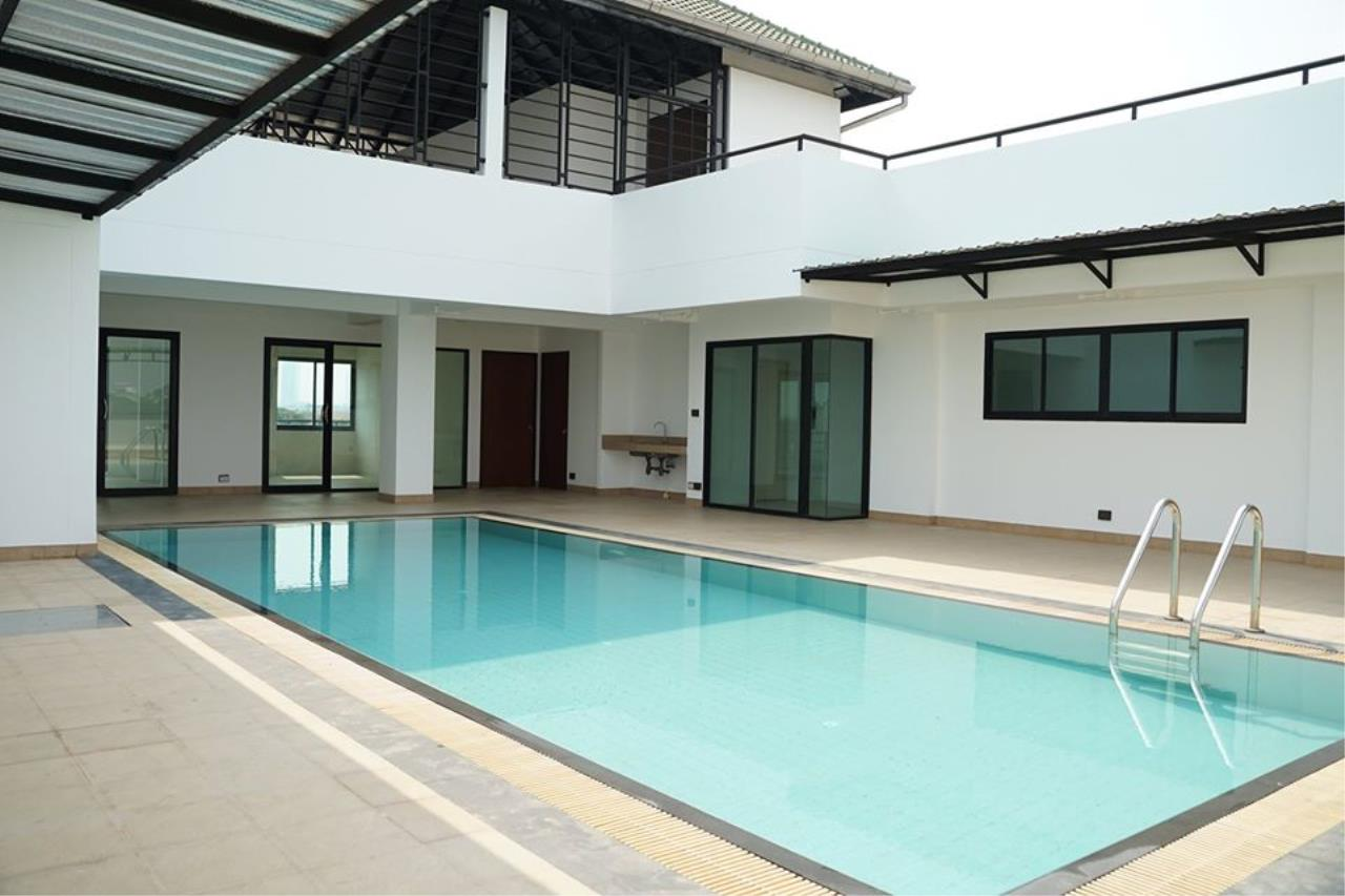 Bright Condos Agency's HOME OFFICE Srinakarin 13