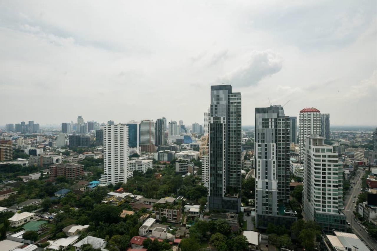 Hostmaker Bangkok Agency's Gorgeous 1bed1Bath in condo HQ by Sansiri 25