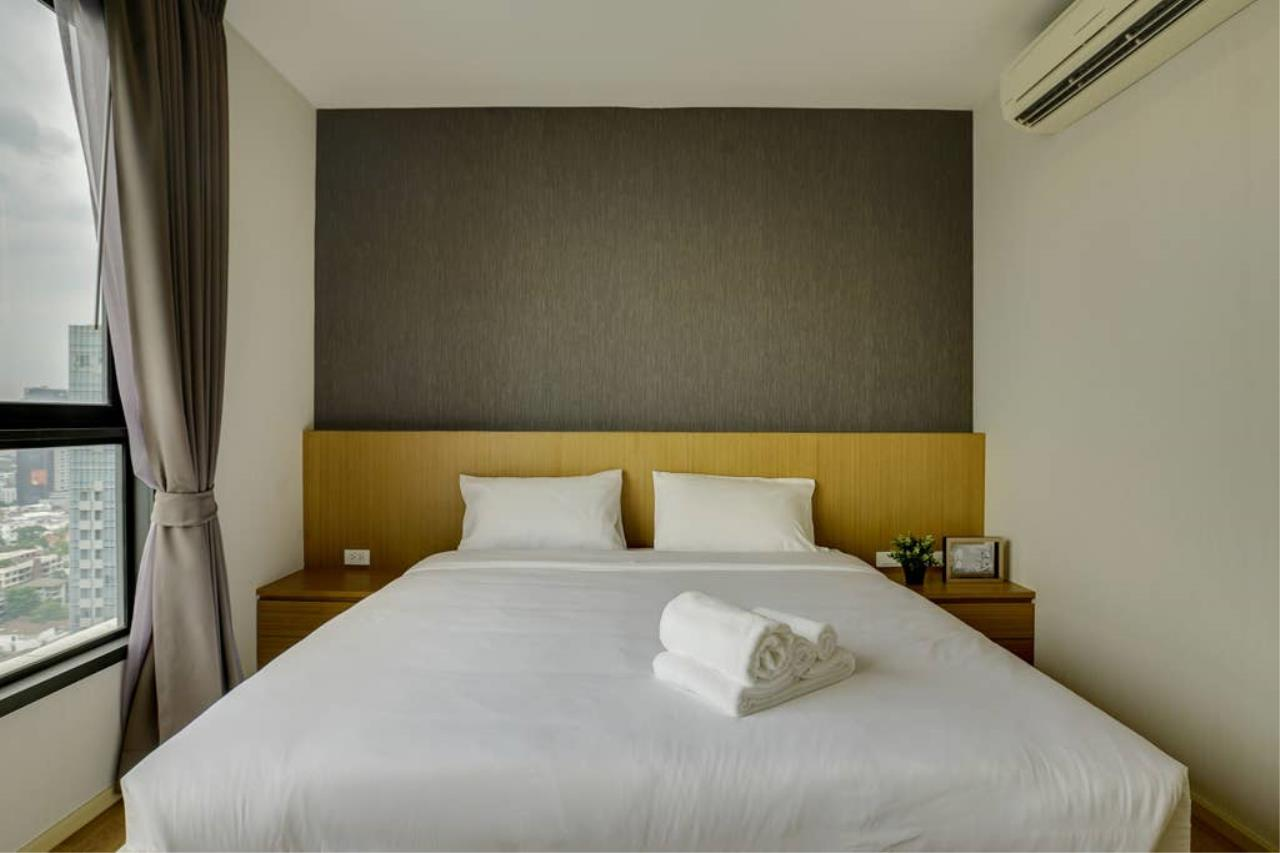 Hostmaker Bangkok Agency's Gorgeous 1bed1Bath in condo HQ by Sansiri 14