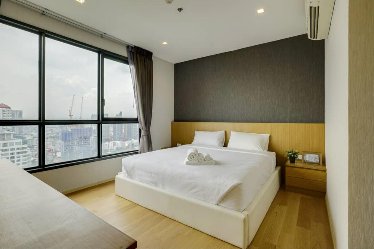 Hostmaker Bangkok Agency's Gorgeous 1bed1Bath in condo HQ by Sansiri 2