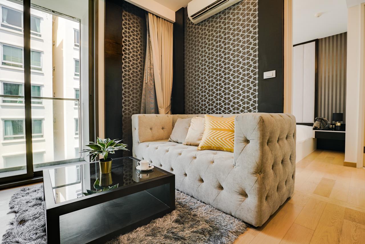 Hostmaker Bangkok Agency's Charming 1 Bed Apt w/ Balcony in Via 49 Condo 7