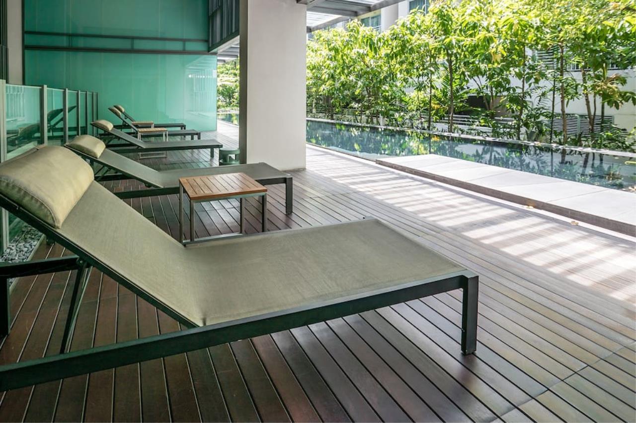 Hostmaker Bangkok Agency's Charming 1 Bed Apt w/ Balcony in Via 49 Condo 25