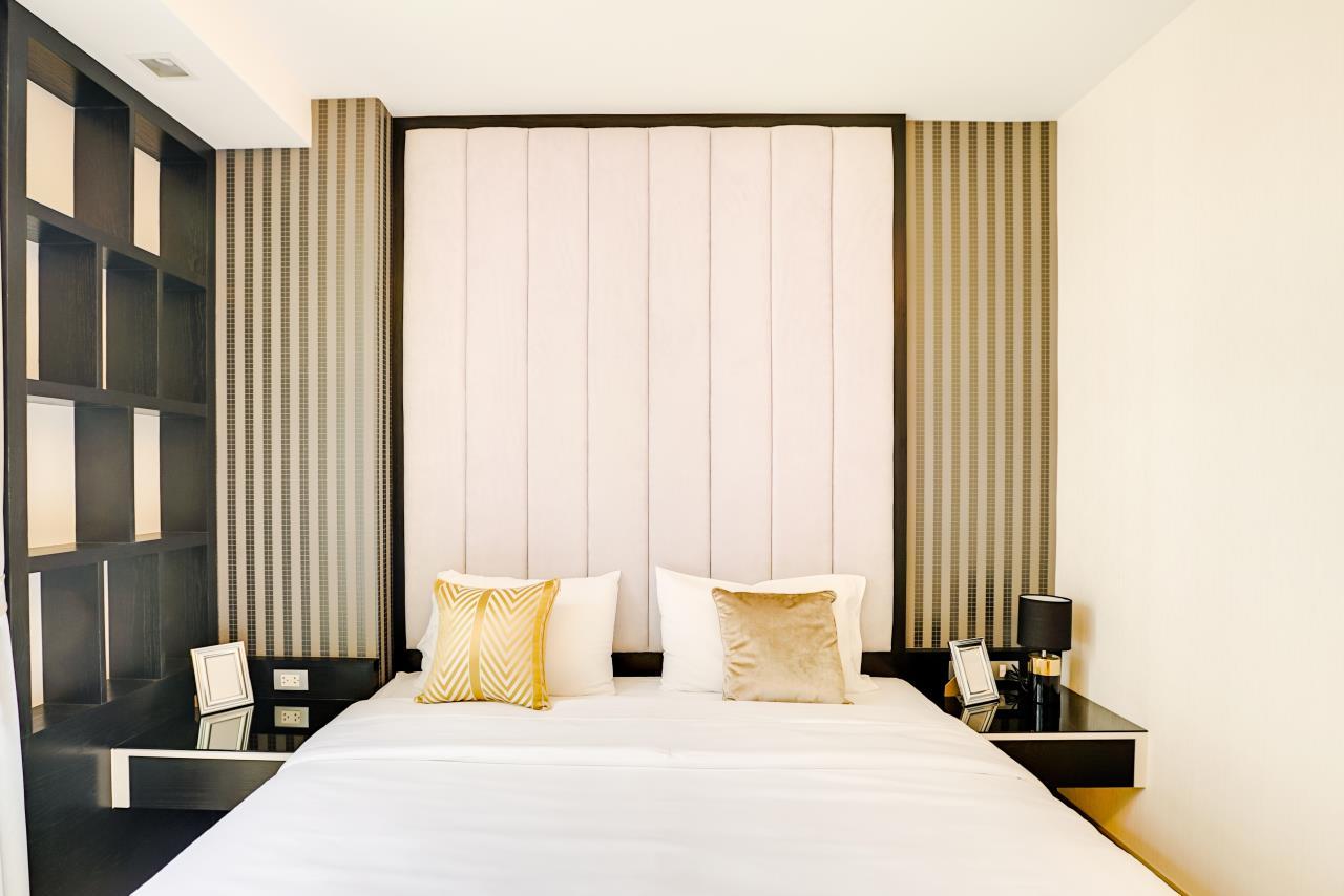 Hostmaker Bangkok Agency's Charming 1 Bed Apt w/ Balcony in Via 49 Condo 22