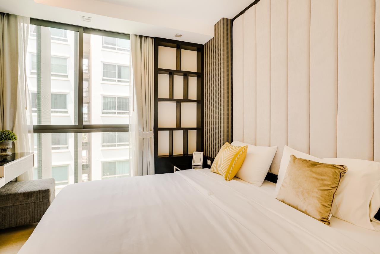 Hostmaker Bangkok Agency's Charming 1 Bed Apt w/ Balcony in Via 49 Condo 21