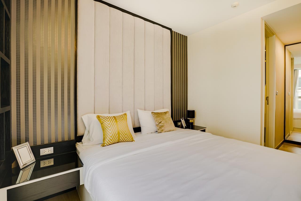 Hostmaker Bangkok Agency's Charming 1 Bed Apt w/ Balcony in Via 49 Condo 19