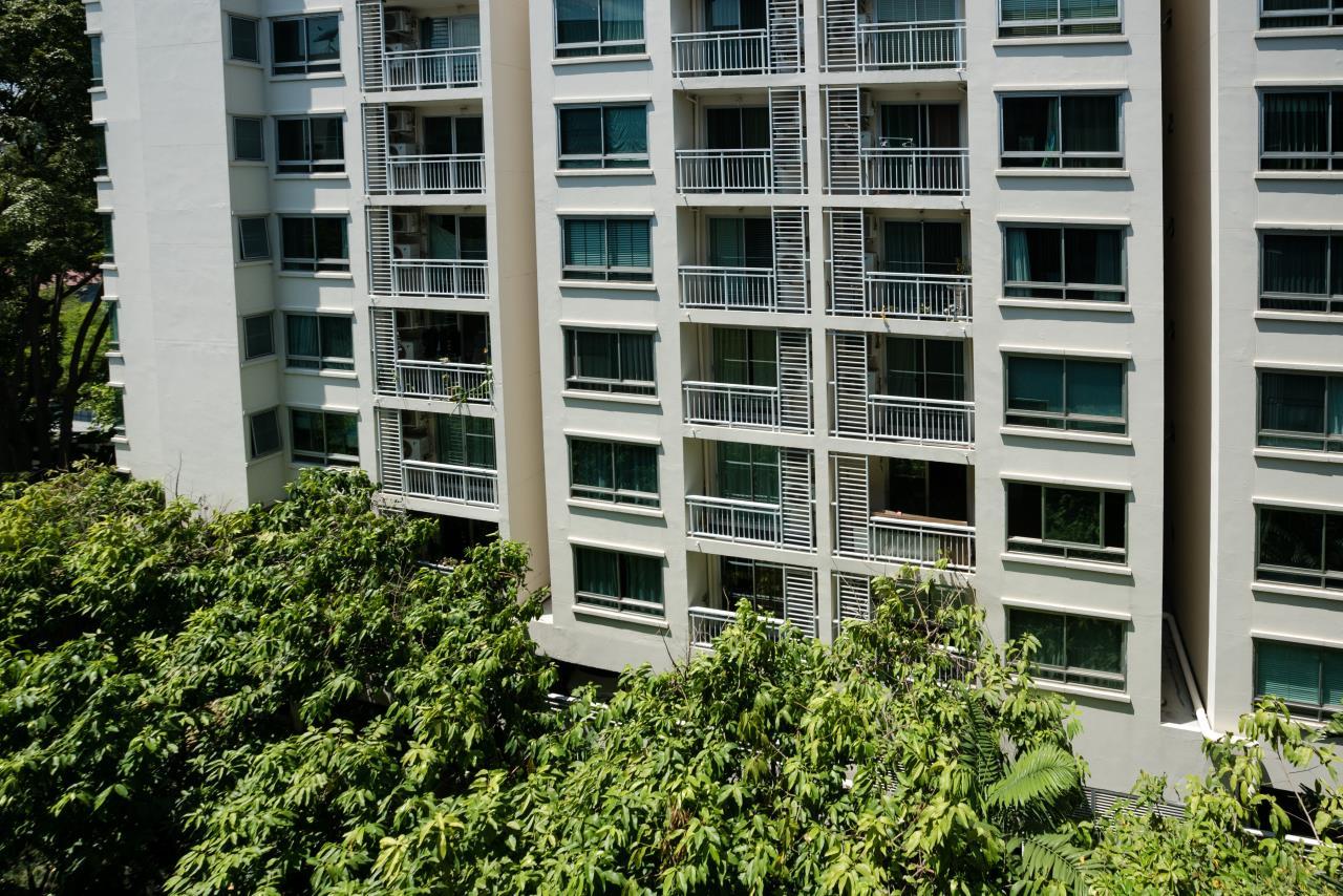 Hostmaker Bangkok Agency's Charming 1 Bed Apt w/ Balcony in Via 49 Condo 40