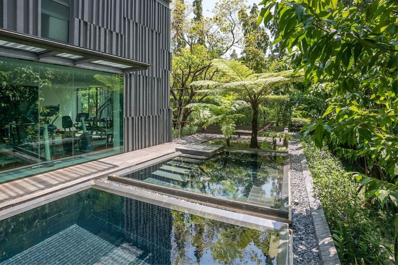 Hostmaker Bangkok Agency's Charming 1 Bed Apt w/ Balcony in Via 49 Condo 28