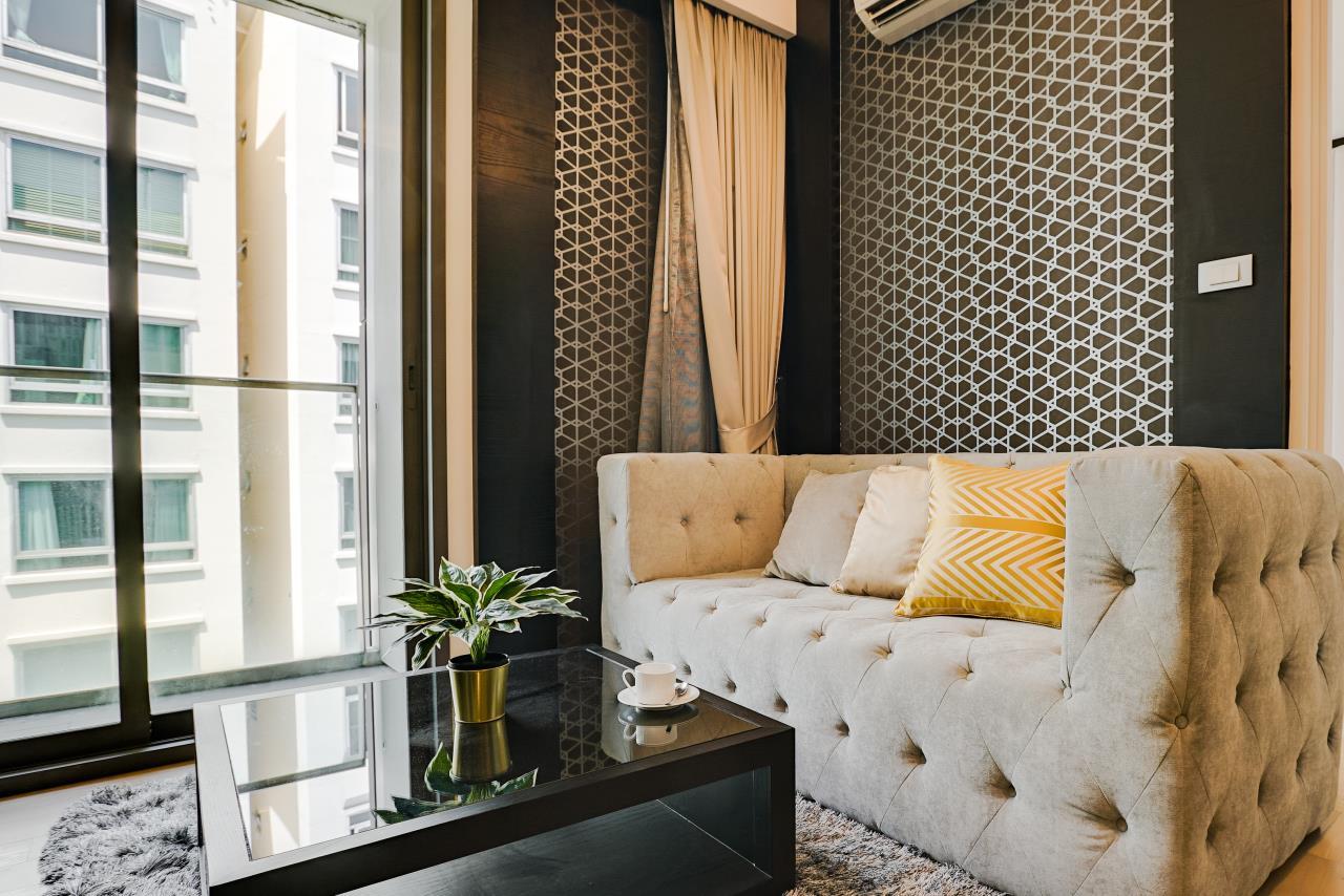 Hostmaker Bangkok Agency's Charming 1 Bed Apt w/ Balcony in Via 49 Condo 3
