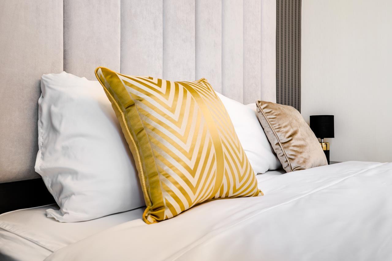 Hostmaker Bangkok Agency's Charming 1 Bed Apt w/ Balcony in Via 49 Condo 20