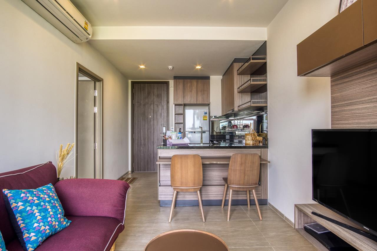 Hostmaker Bangkok Agency's Stunning 1 Bed Apt w/ Balcony in Mori Haus Condo 4