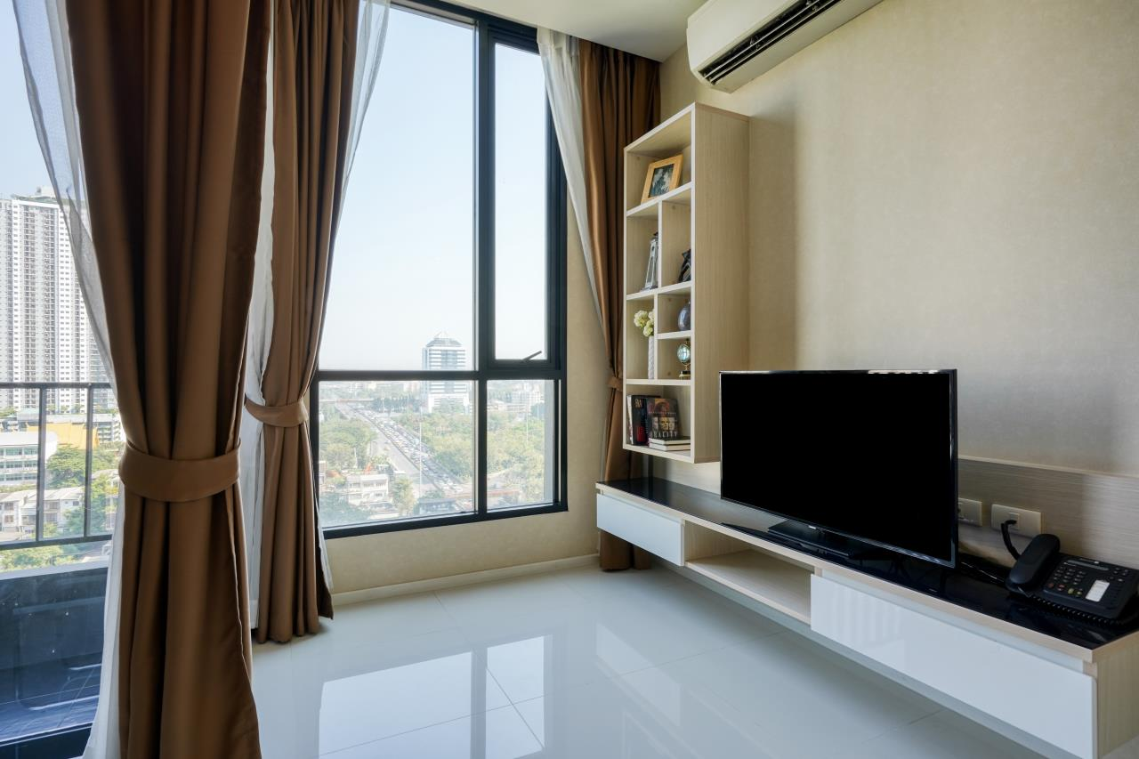 Hostmaker Bangkok Agency's Welcoming 1 Bed Apt in Movenpick Residences Ekkamai 10