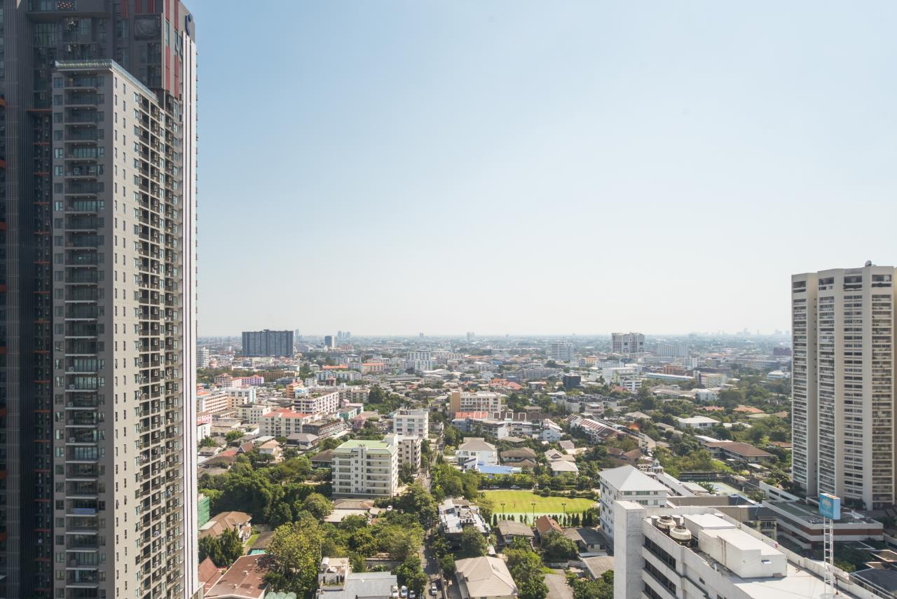 Hostmaker Bangkok Agency's Chic 2Bed 2Bath Apt in Movenpick Residences Ekkamai w/housekeeping service 46