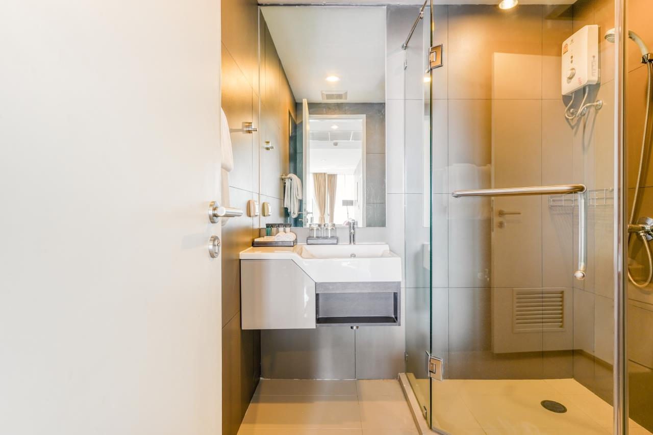 Hostmaker Bangkok Agency's Chic 2Bed 2Bath Apt in Movenpick Residences Ekkamai w/housekeeping service 30