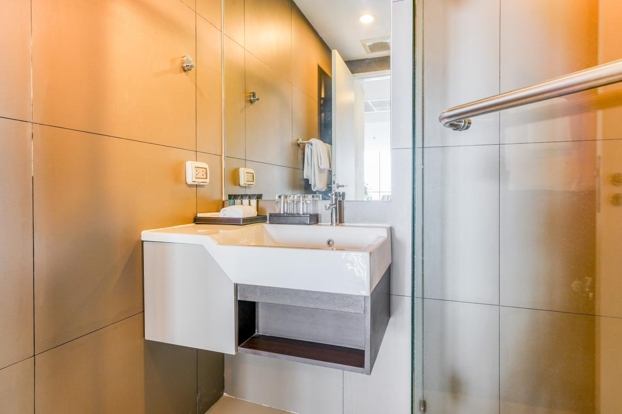 Hostmaker Bangkok Agency's Chic 2Bed 2Bath Apt in Movenpick Residences Ekkamai w/housekeeping service 29