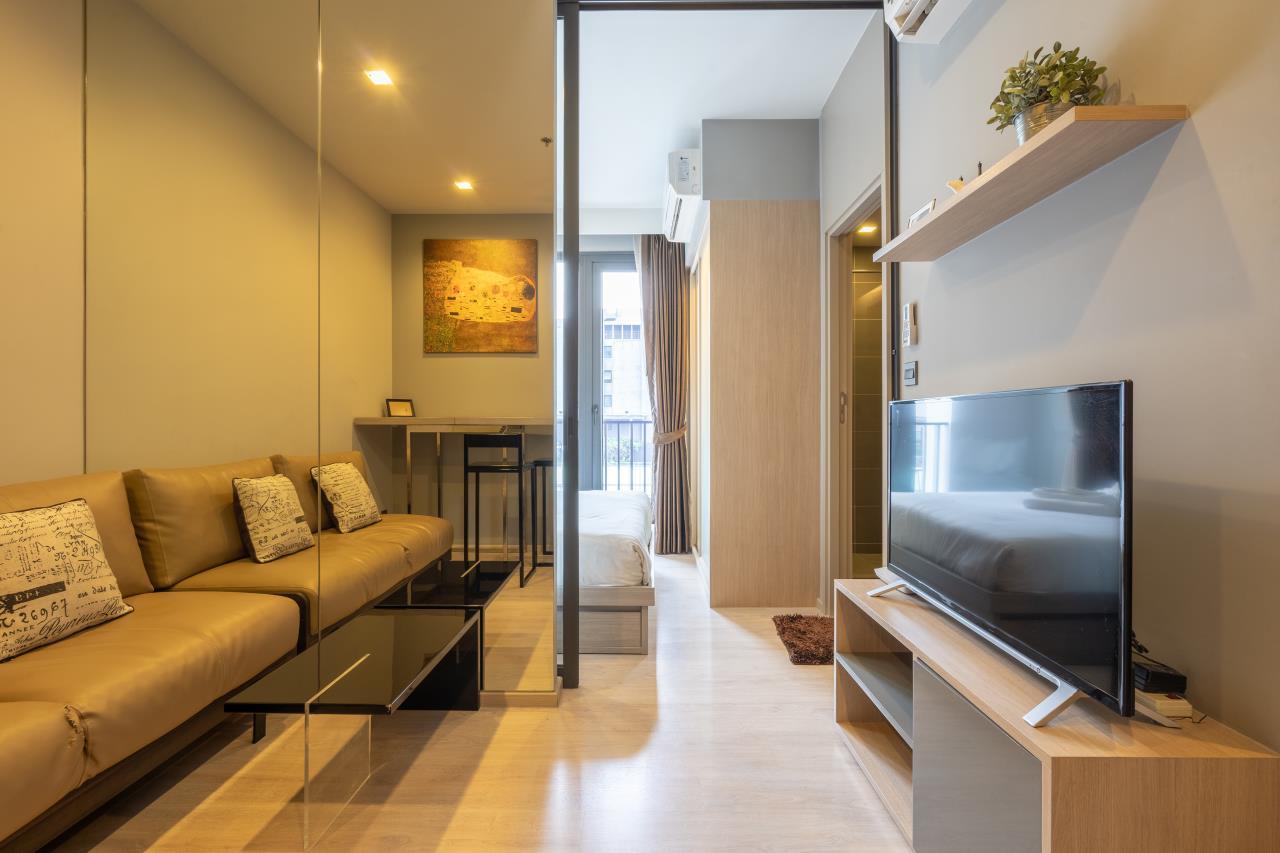 Hostmaker Bangkok Agency's Charming 1 Bed Apt w/ Balcony in Watthana 8