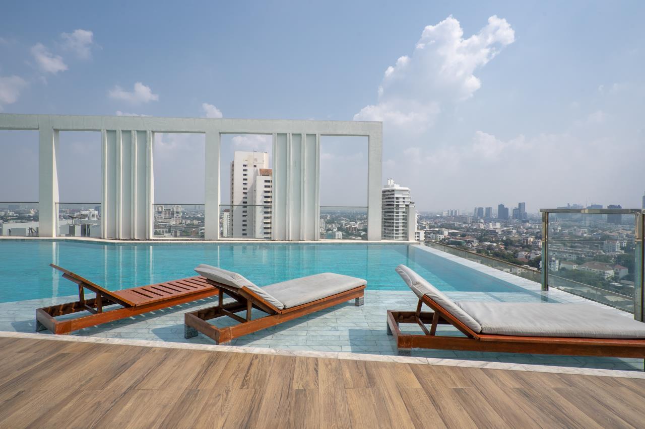 Hostmaker Bangkok Agency's Charming 1 Bed Apt w/ Balcony in Watthana 37