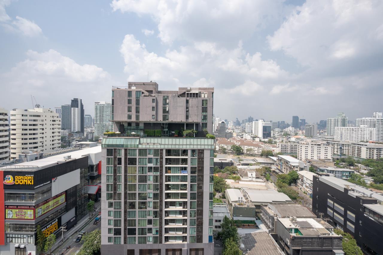 Hostmaker Bangkok Agency's Charming 1 Bed Apt w/ Balcony in Watthana 24