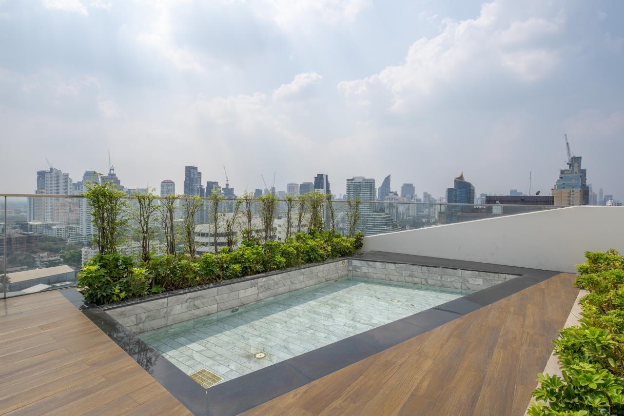 Hostmaker Bangkok Agency's Charming 1 Bed Apt w/ Balcony in Watthana 44